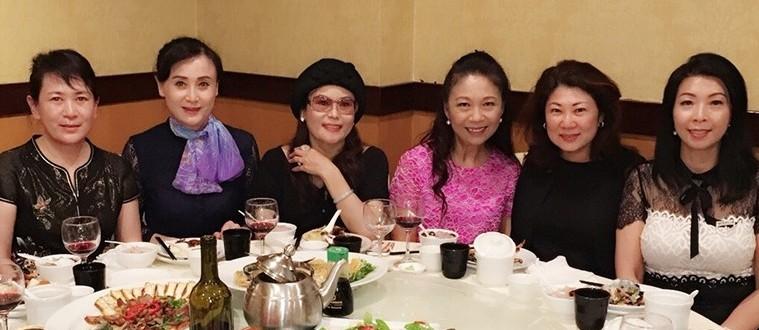 出席活动的部分嘉宾。右起:刘洁珍、杨阿莉、潘意玲。左一为孟广娟。 庞可阳摄