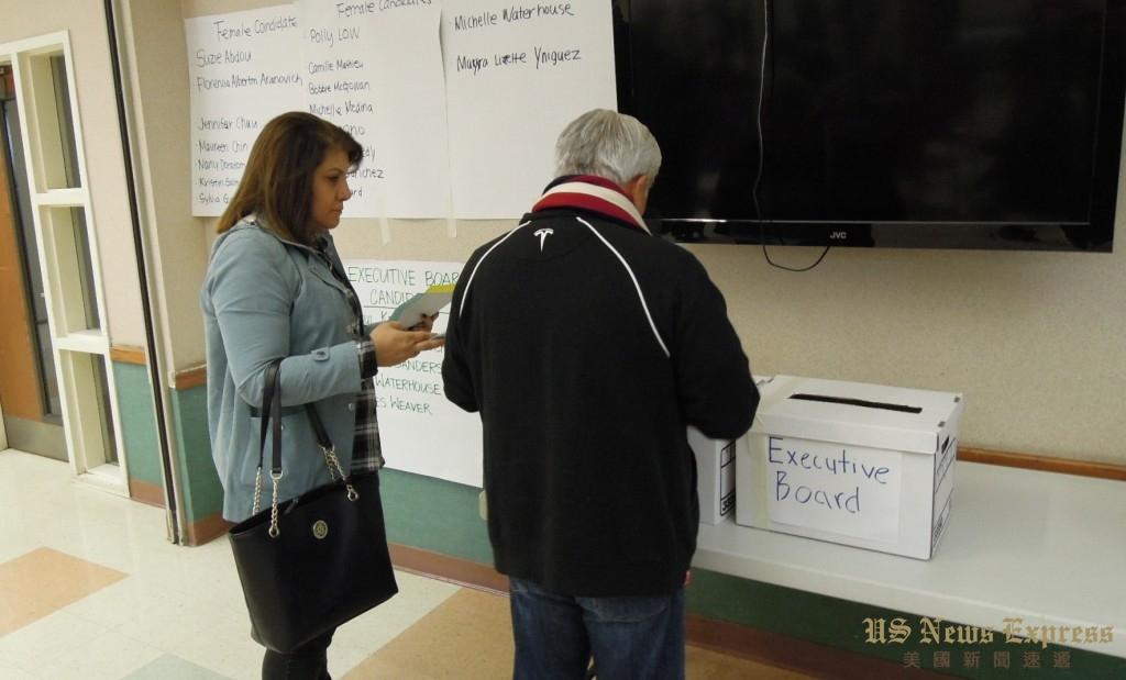 加州第49區民主黨員於1月7日進行黨內選舉推選黨代表和執行委員。錢美臻攝
