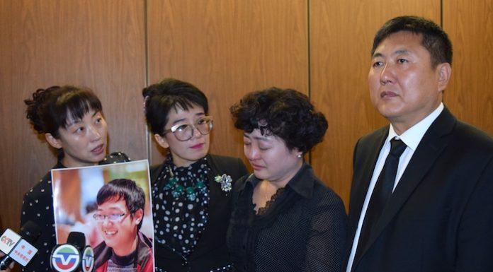 右起:纪松波、杜、蔡玟慧、杜昭辉。庞可阳摄